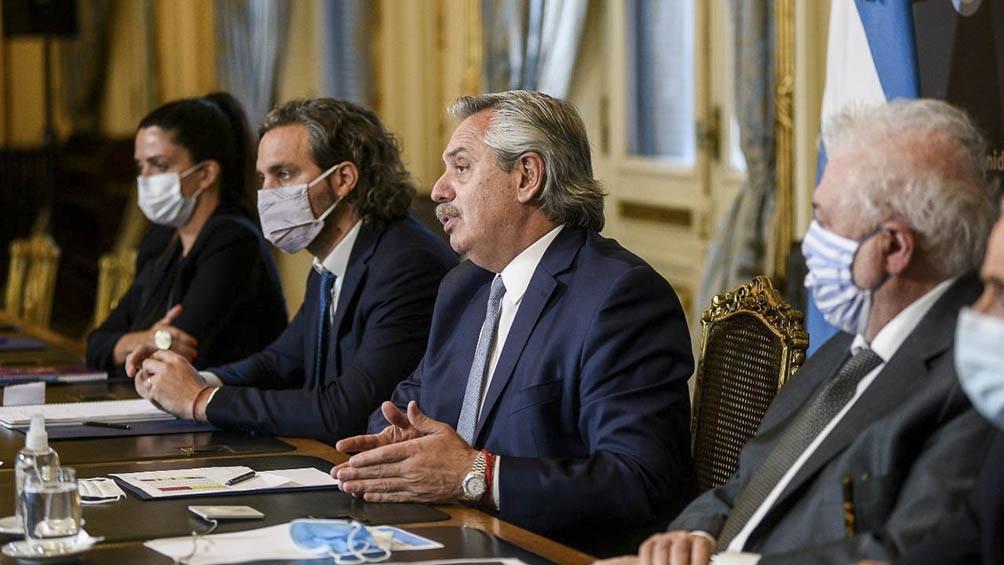 El Presidente y parte de su Gabinete en reunión virtual con gobernadores.