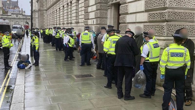 Más de 60 detenidos en Londres en protestas contra las restricciones por la pandemia