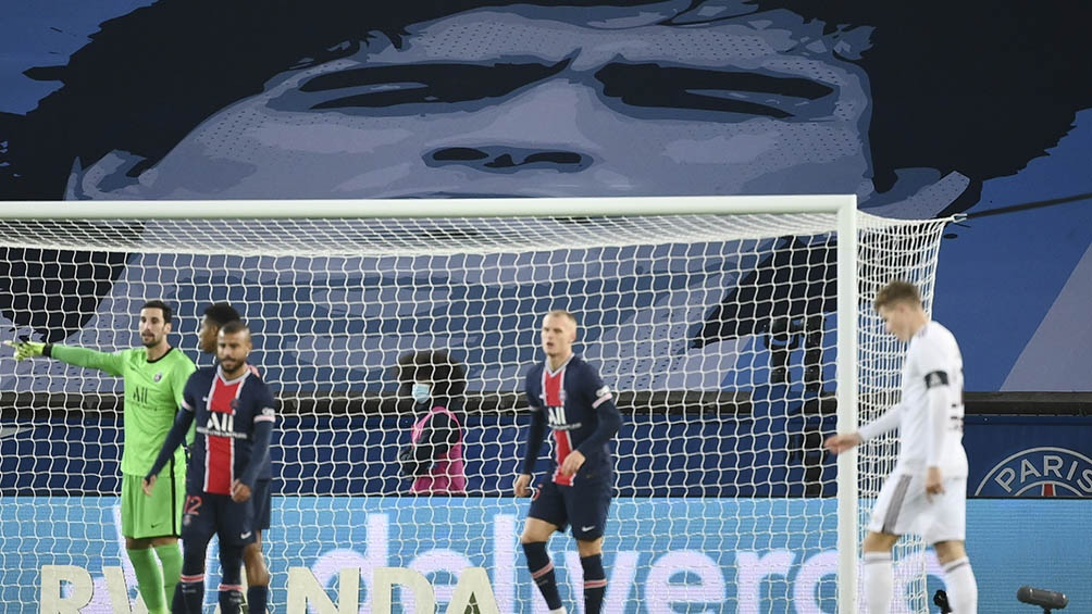 Homenaje a Diego en el match Paris Saint-Germain vs Girondins de Bordeaux