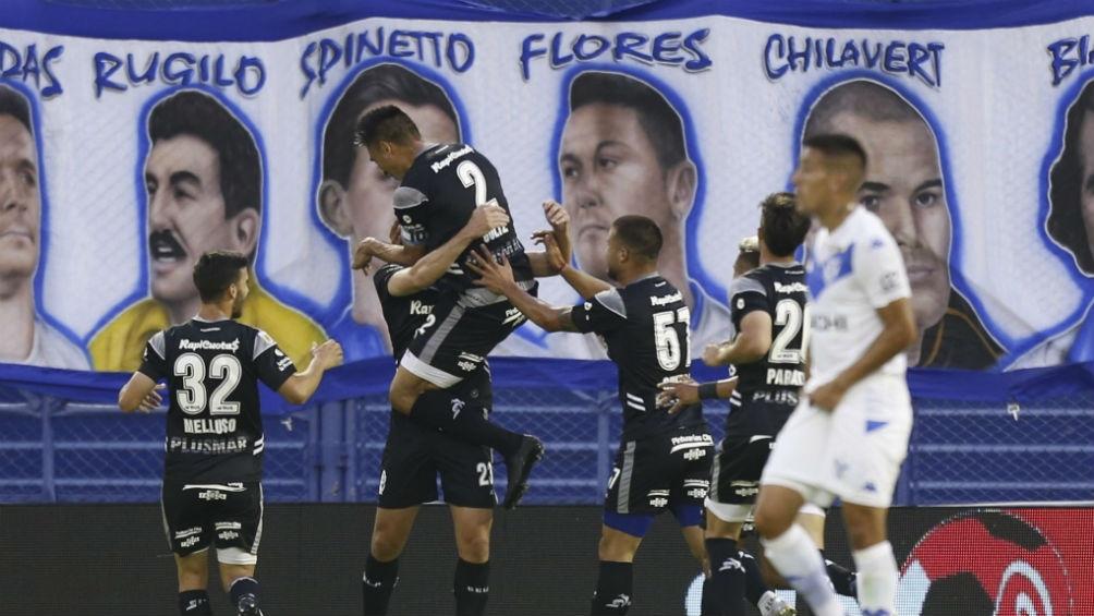 Festejo de Gimnasia luego del gol de Maximiliano Coronel
