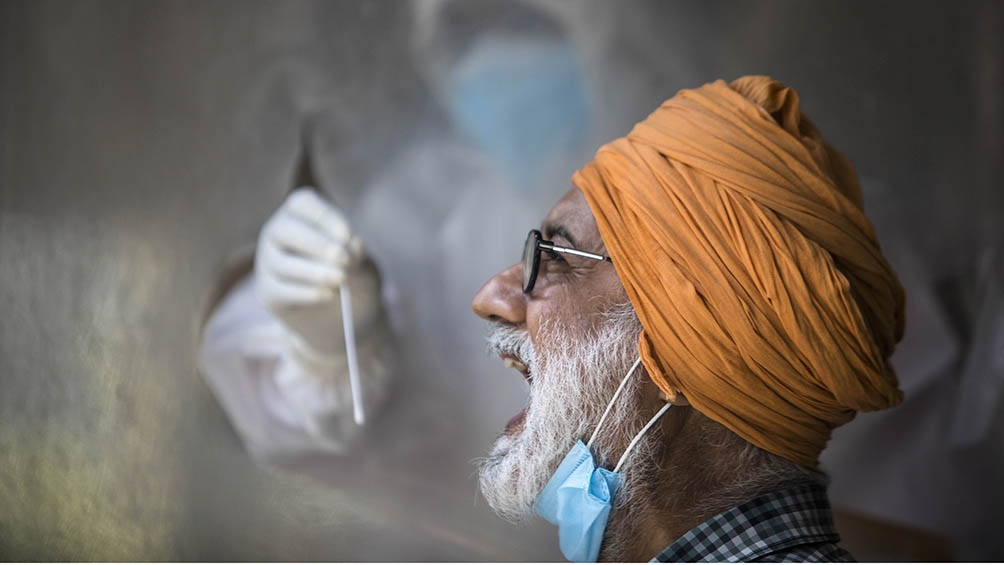 India acumula desde el inicio de la pandemia 9,39 millones de contagios y 136.696 de fallecidos.