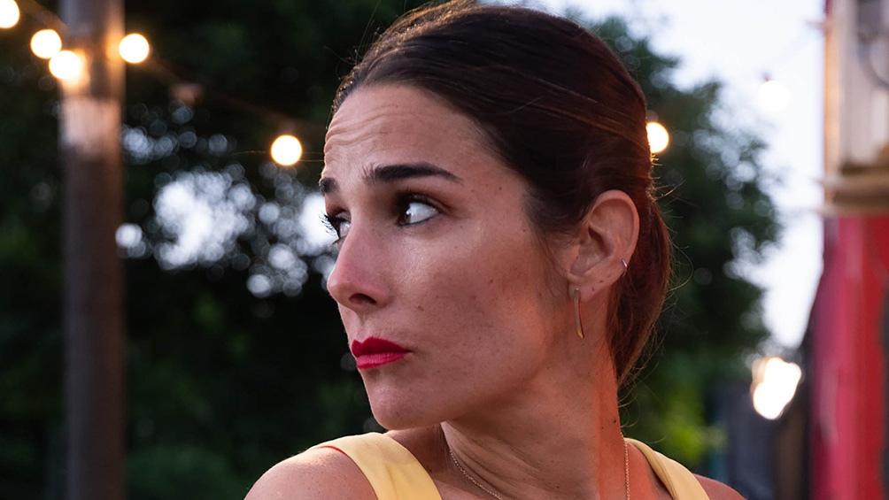 En la trama de la película, Juana Viale conoce a un hombre por las redes sociales.