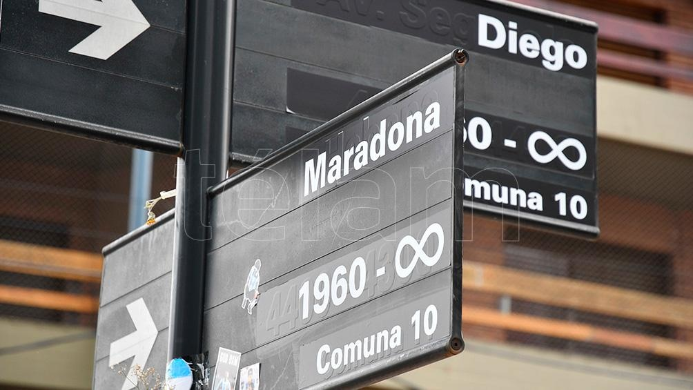 """Como los hinchas imaginaron para la esquina de La Habana y Segurola, ahora se propone que 30 cuadras de Boyacá y Punta Arenas lleven el nombre de """"Diego Armando Maradona""""."""