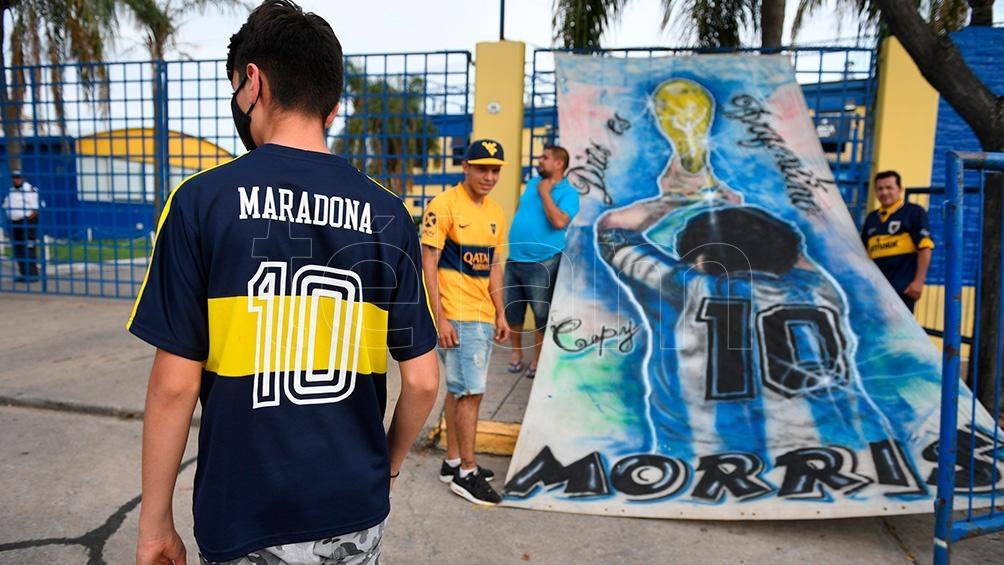 Todo el color y la emoción del primer partido de Boca tras la muerte del ídolo.