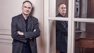 El escritor Hervé Le Tellier ganó el premio más prestigioso de las letras francesas