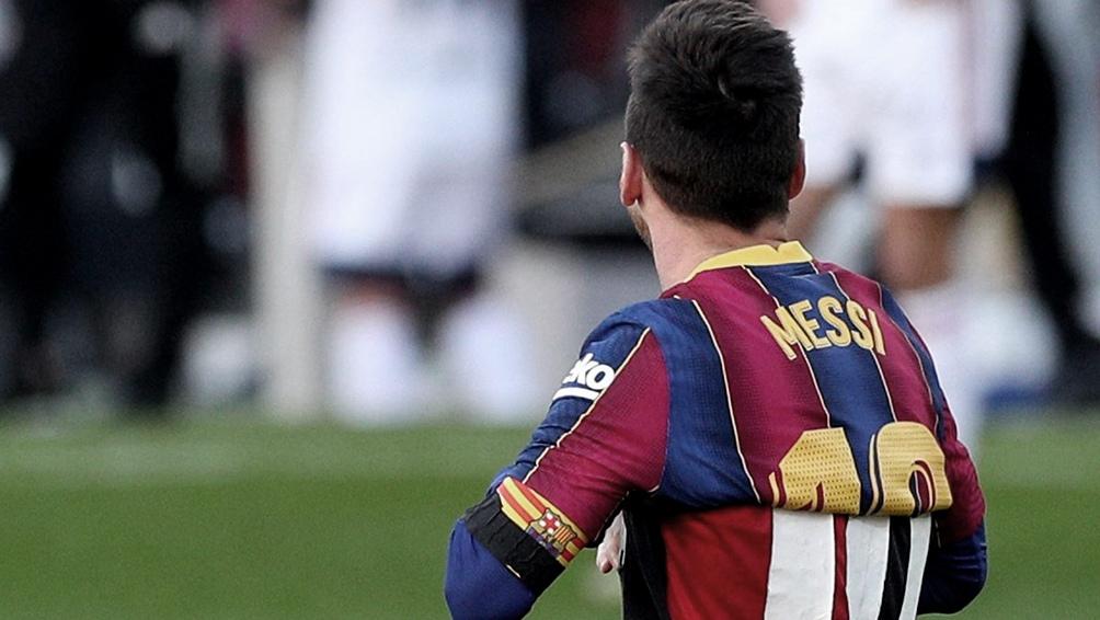 Messi se sacó la camiseta, levantó su mirada hacia el cielo, envió un beso al astro y luego fue amonestado.