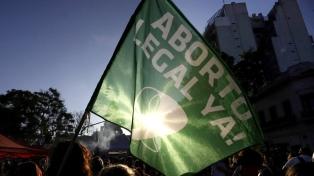 Los pañuelos verdes apuestan a la militancia en redes con el hashtag #AbortoLegalEsVida
