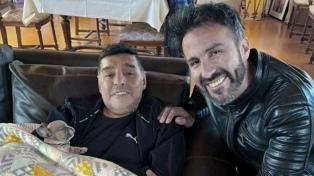 El martes harán la pericia para determinar si Luque falsificó la firma de Maradona