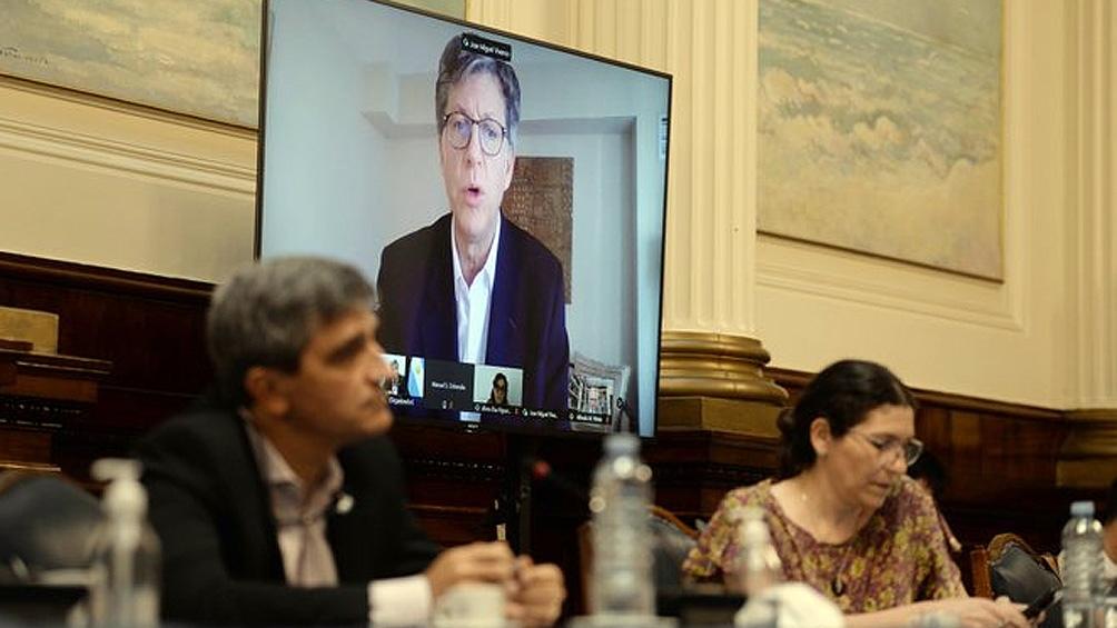 La exposición de José Miguel Vivanco en el plenario de comisiones.