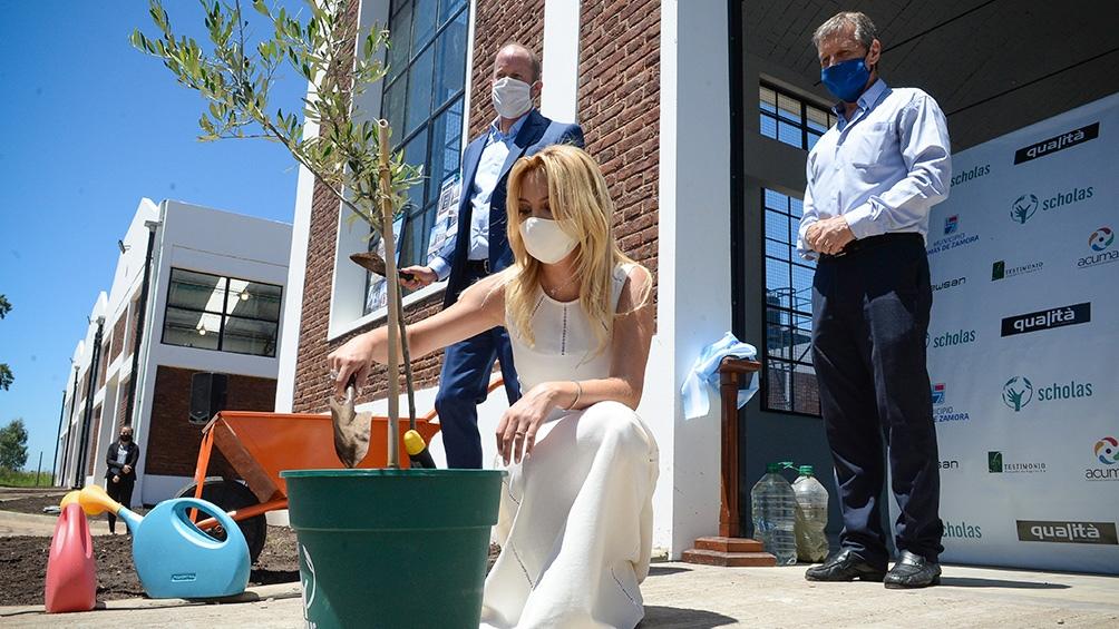 La primera dama plantó un olivo de la paz, que representa para todas las religiones y culturas.