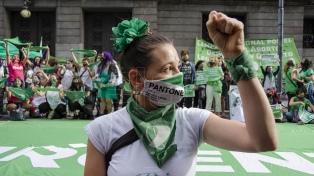 Movilización, intervención en redes sociales y pañuelazo en apoyo a la legalización del aborto