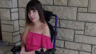 El encuentro de Yamila con Calabaza, la perra de asistencia número 37 que entregó Bocalán