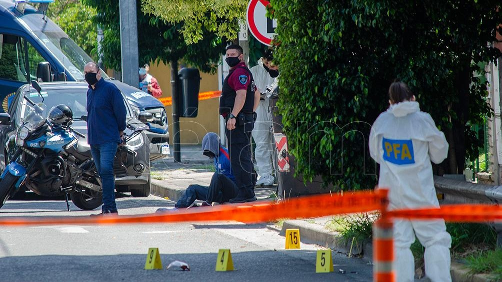 El ladrón que iba de acompañante, llamado Lucas Sebastiani (21), primo del joven anterior, también falleció como consecuencia del impacto.