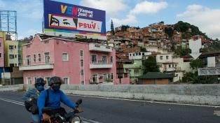 Aplazaron el cierre de las urnas en las elecciones parlamentarias en Venezuela