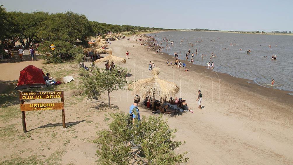 El predio tiene 140 hectáreas, la laguna tiene 3000 metros de largo por 600 ancho, con una profundidad de 1,80.