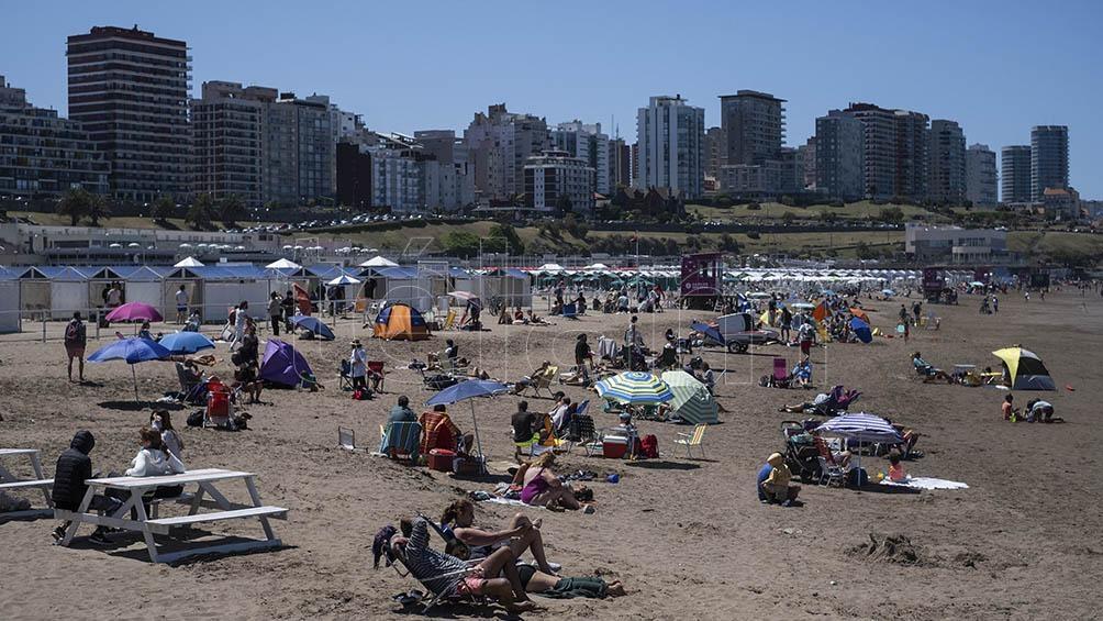 En Mar del Plata, una carpa para seis personas por toda la temporada ronda los 0 mil, mientras que una sombrilla (para cuatro), 0 mil