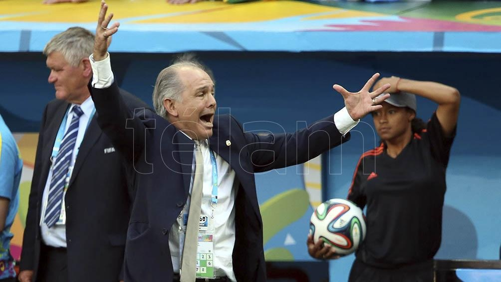 Como técnico llevó a la Selección Nacional a la final del Mundial de Brasil.