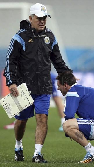 Primero fue asistente de Daniel Pasarella y luego brilló como técnico de Estudiantes y de la Selección Nacional.