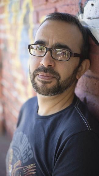 El autor creció en Hernández, Entre Ríos.