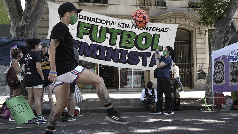 Fútbol en la calle a favor del aborto.