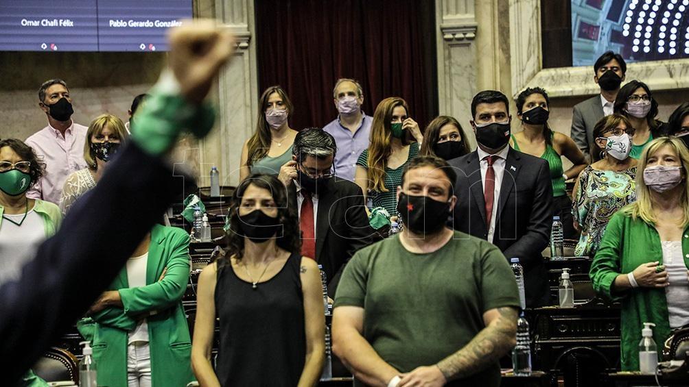 Diputados nacionales de diferentes bloques se manifestaron en el recinto a favor y en contra del proyecto.