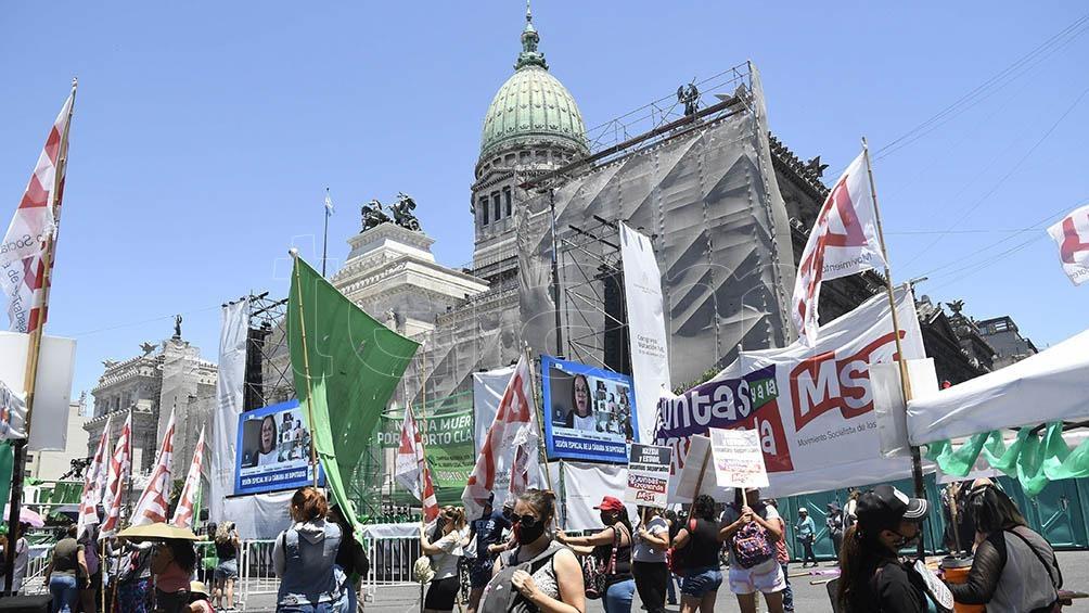 Se hicieron presentes integrantes de barrios populares de la Ciudad de Buenos Aires y de la provincia de Santa Fe para apoyar la iniciativa.