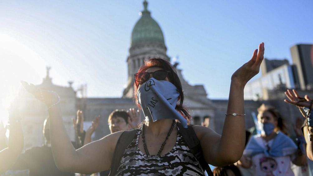 Vigilias, pañuelazos, concentraciones a favor y en contra del derecho al aborto por el debate en el Senado