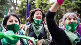 """El New York Times afirma que el gobierno argentino hizo de los derechos de las mujeres """"una política central"""""""