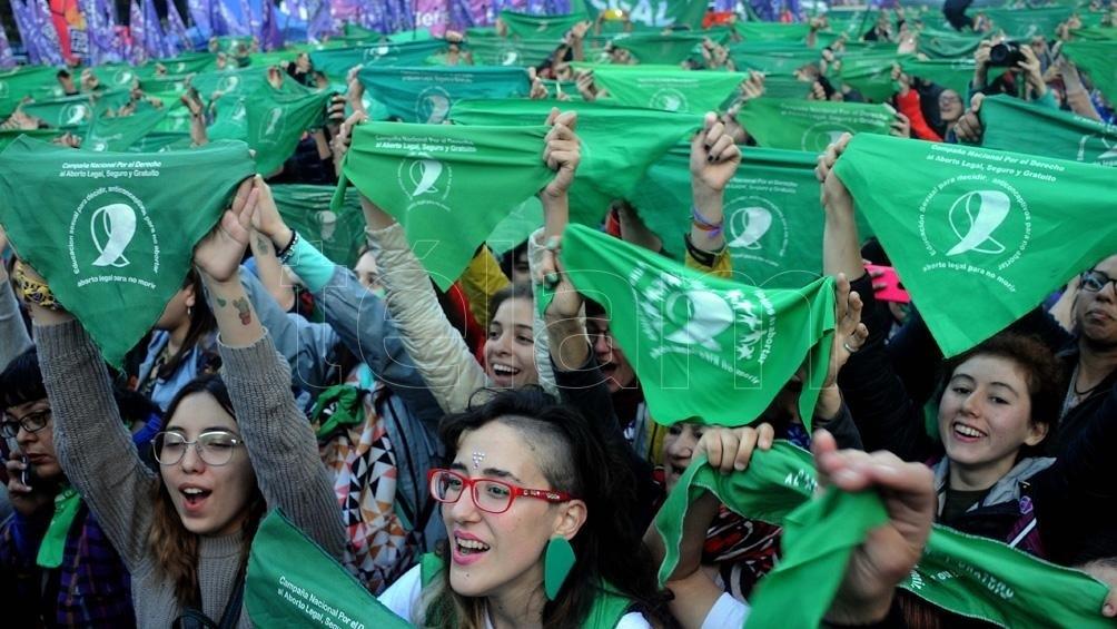 """""""La universalización de la pañoleta verde tiene un efecto muy poderoso"""", Laura Castro, Colombia."""