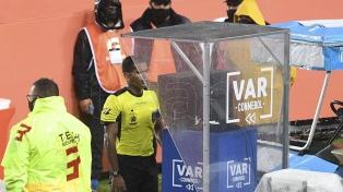 """Scime: """"El problema en Sudamérica es la formación de los árbitros VAR"""""""