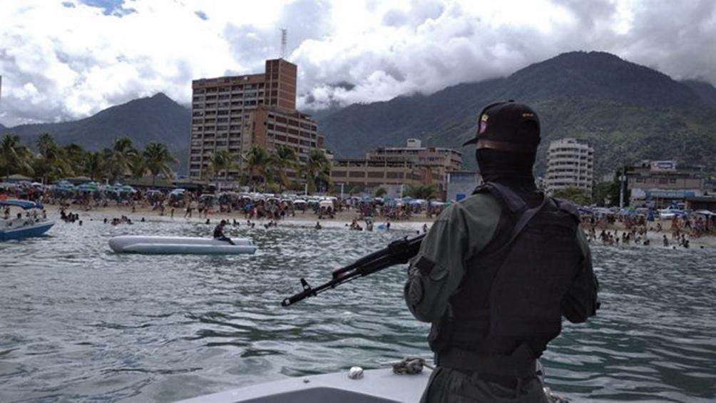 Según Smolansky, desde la isla expulsaron a la embarcación y esta naufragó.