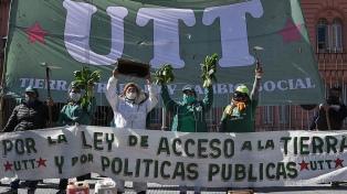 Familias campesinas piden una ley de acceso a la tierra con un acampe frente al Congreso