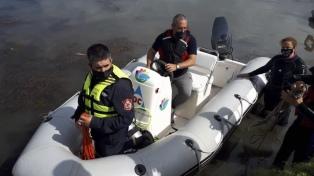 Encontraron el cuerpo del joven que ingresó con un kayak al lago artificial de un country