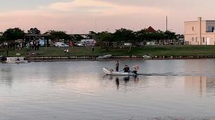 Sigue la búsqueda del joven que ingresó con su kayak a un lago artificial