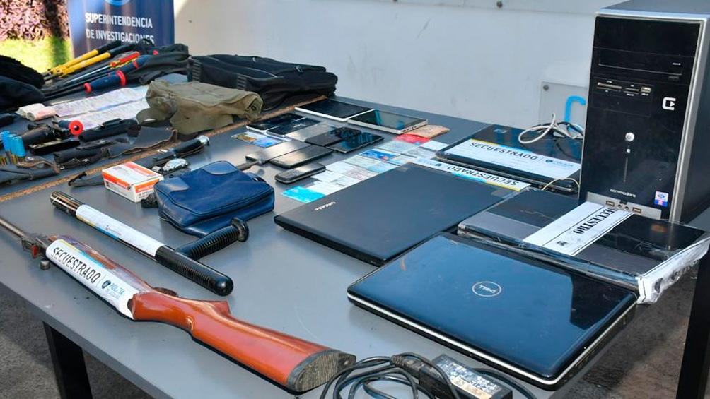 La fuerza de seguridad porteña secuestró una escopeta calibre 7.65, un rifle, un revólver calibre .22, tres pistolas y municiones de distinto calibre.