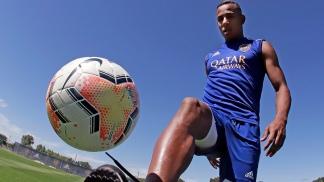El delantero colombiano Sebastián Villa, confirmado entre los titulares.