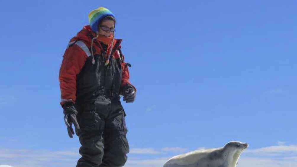 Santos, hoy Directora de las Áreas Marinas Protegidas, hizo 16 viajes a la Antártida.
