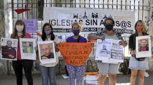 Empapelaron una fiscalía en reclamo de cárcel común para un sacerdote acusado de abuso