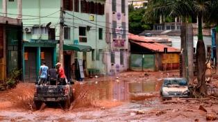 Al menos 10 muertos por fuertes lluvias y aludes en el sur de Brasil