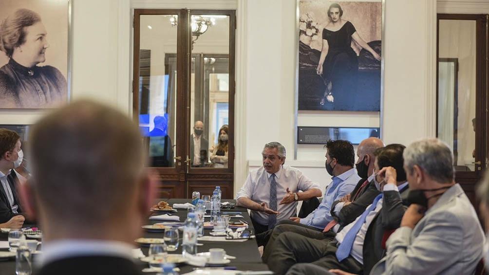 Fernández participó de la reunión de gabinete económico que se realizó en el Salón Mujeres Argentinas del Bicentenario.