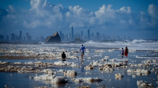 Crece el rebrote de coronavirus en Australia y cierran playas