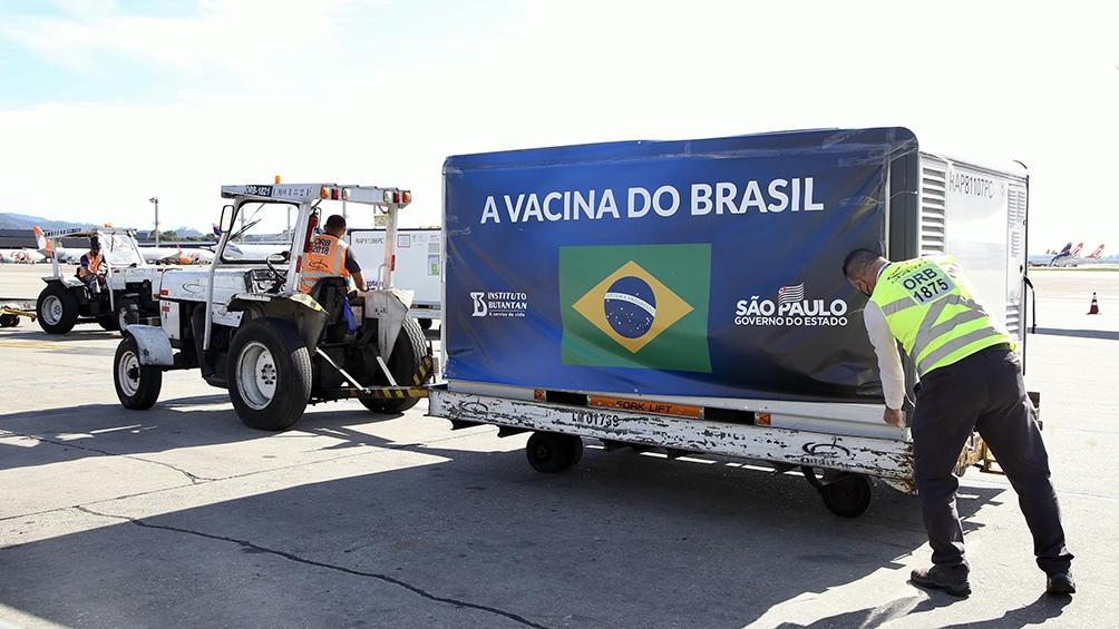 Brasil recibirá insumos para fabricar casi 9 millones de dosis de la vacuna china