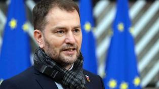 El primer ministro eslovaco dio positivo tras compartir una reunión con Macron