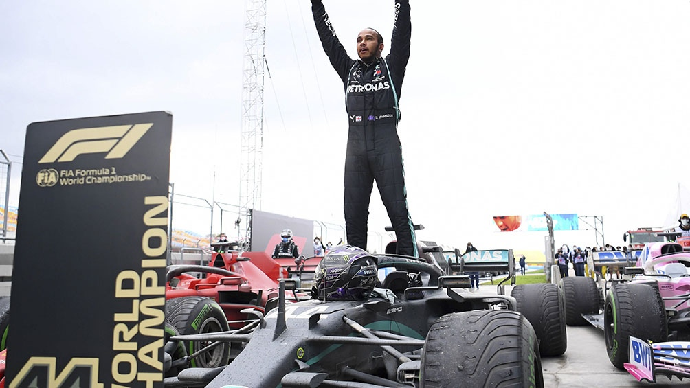 Hamilton acentuó su lucha contra el racismo en el séptimo campeonato mundial.