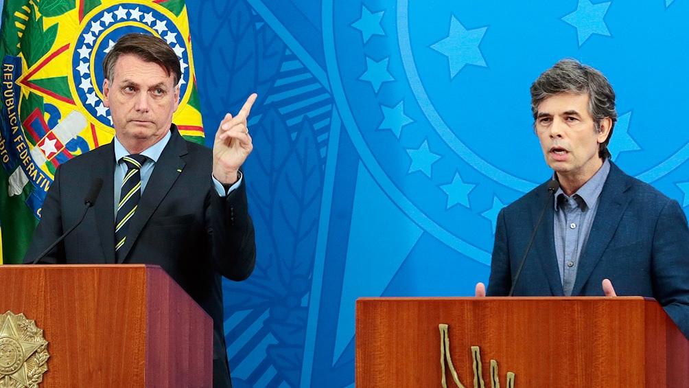 Bolsonaro y su exministro Nelson Teich, que declara este miércoles ante el senado