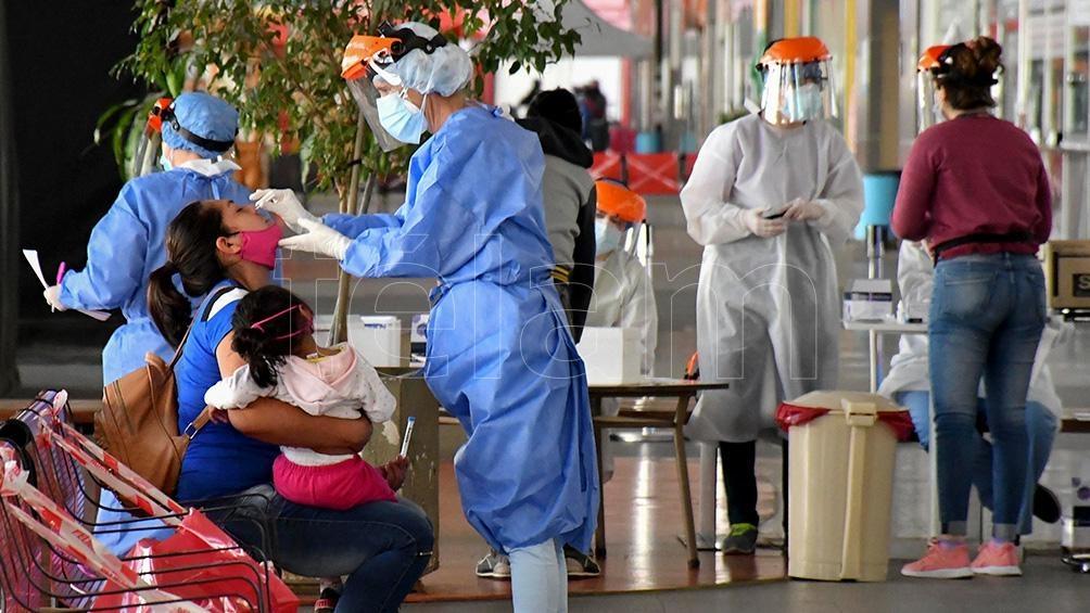 """""""Estamos exhaustos, a esta altura hay una angustia permanente en los compañeros de trabajo, estamos siempre al límite"""", dijo a Télam un enfermero del hospital Durand, de la ciudad de Buenos Aires."""