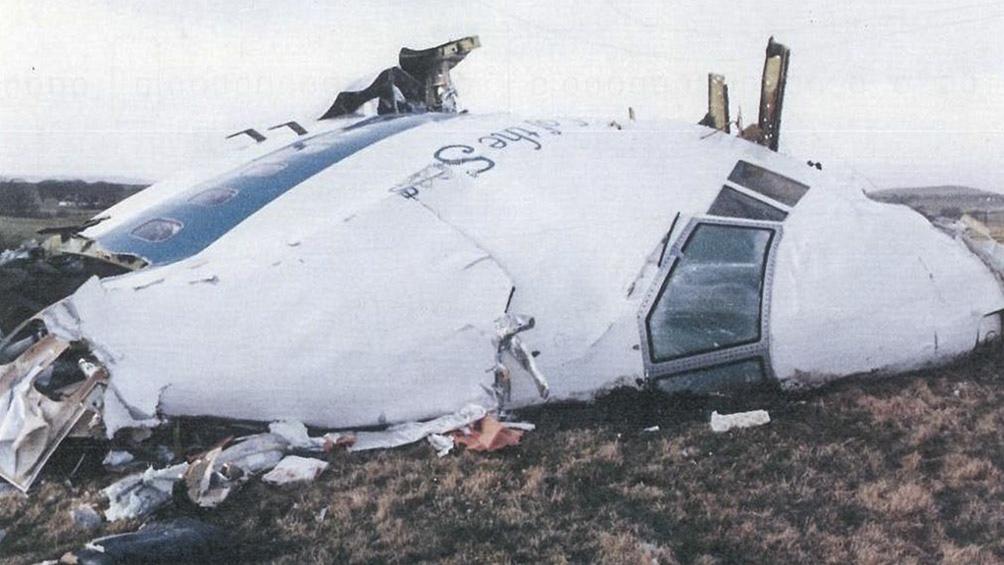 Los 259 pasajeros y tripulantes del avión fallecieron, además de 11 habitantes que fueron alcanzados por los restos.