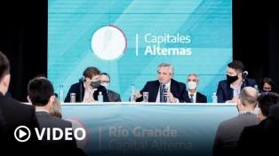 """Fernández lanzó un plan de viviendas y agradeció el """"coraje"""" de sus ministros durante la pandemia"""