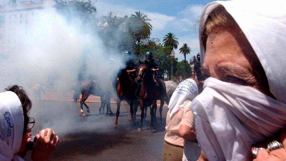 """Las Madres de Plaza de Mayo fueron """"brutalmente golpeadas y maltratadas"""" en la represión."""