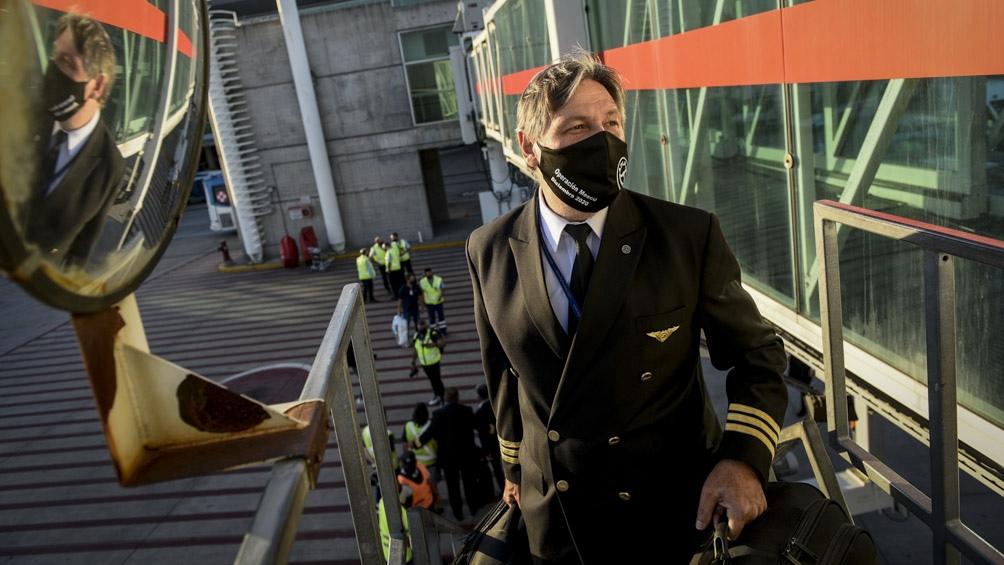 El vuelo de Aerolíneas Argentinas que traerá las primeras 300 mil dosis de la vacuna Sputnik V desde Moscú partirá desde el aeropuerto de Ezeiza a las 19:30.